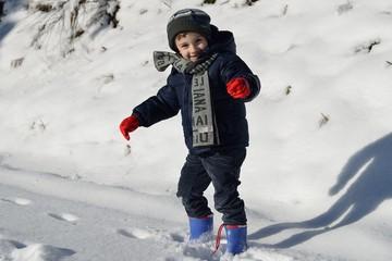 Bambino sulla neve