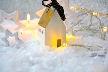 Weihnachtsgrüße - Haus im Schnee