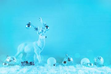 Hirsch mit blau weiß als Hintergrund weihnachtlich: Dekoration