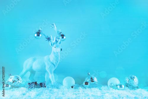 canvas print picture Hirsch mit blau weiß als Hintergrund weihnachtlich: Dekoration