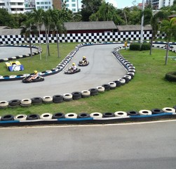 driver drive go cart in race competition