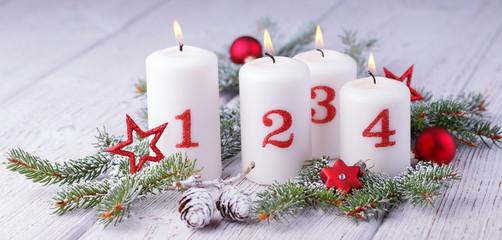 Advent - Dekoration mit vier Kerzen