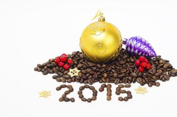 Новогодняя композиция с зёрнами кофе, 2015 год,на белом фоне