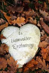 In liebevoller Erinnerung, Herz auf Grab