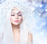 Fototapety Winter Beauty. Fashion Model Girl with Snow Hairstyle and Makeup