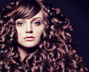 girl with stunning wavy hair-haircolors 35