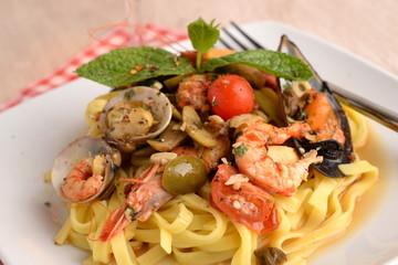 PASTA DI FETTUCINE AL PESCE - Fettucine pasta FISH