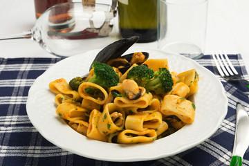 Calamarata con broccoli e cozze