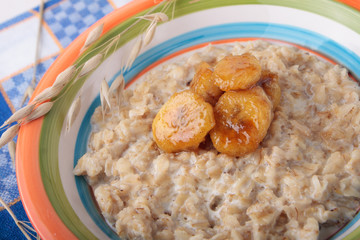 Oat meal with caramelized banana slices