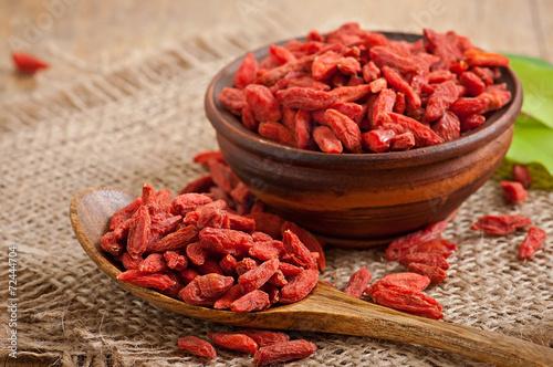 mata magnetyczna Czerwone suszone jagody goji w drewnianą łyżką