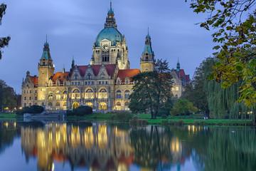 Rathaus Hannover beleuchtet Herbst