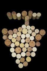 grappolo di uva rappresentato da tappi si sughero