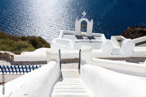 canvas print picture Kirche auf Santorin über dem Meer
