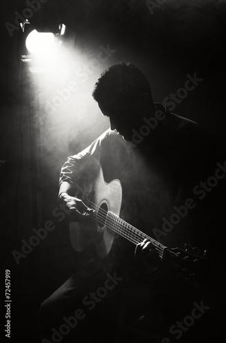 Guitarist - 72457919