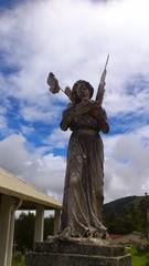 Estatua deteriorada ángel
