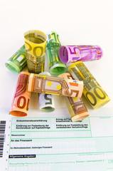 Geldscheine und Einkommensteuer