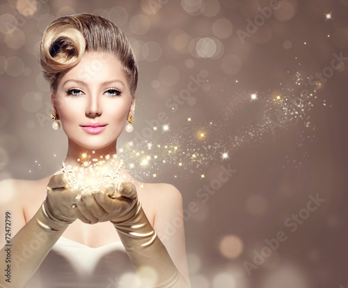 canvas print picture Holiday retro woman with magic stars in her hand