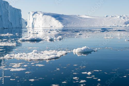 Foto op Aluminium Antarctica 2 Beautiful Iceberg