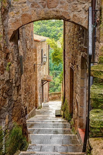 Alley in old town Pitigliano Tuscany Italy - 72478102