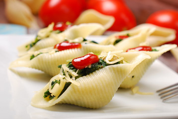 pasta shells stuffed with spinach