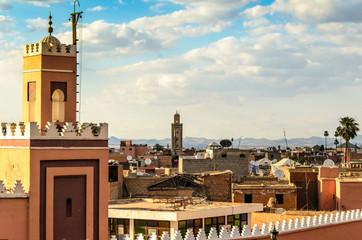 Blick auf Dächer am Djemaa el Fna in Marrakesch
