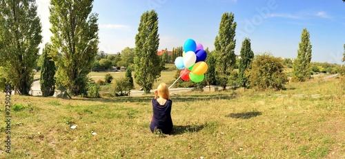 canvas print picture Mädchen mit Luftballons im Park