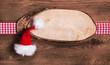 Rustikales Schild Weihnachtlich mit Santa Mütze und Holz