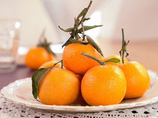 Mandarinen auf einem Teller