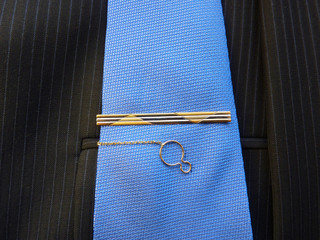 Gold hairpin for a tie