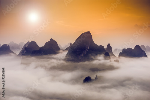 Tuinposter China Karst Mountains in Guilin, China