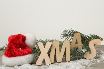 tannenzweig mit weihnachtsdeko