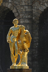 Statue der Grossen Kaskade in Peterhof