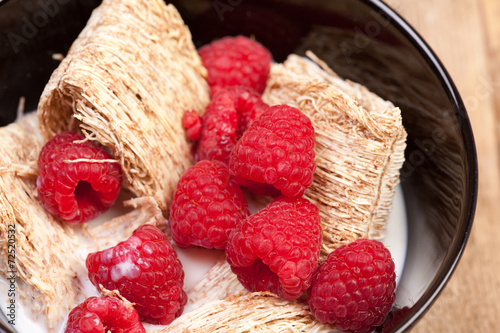 canvas print picture Shredded Wheat with berries