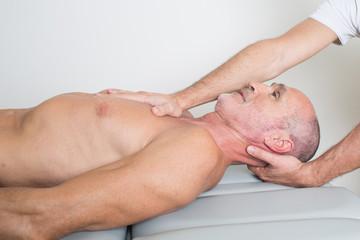 Zervikale Behandlung bei aelterem Patienten