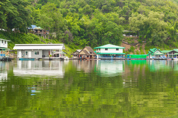 travelling rafting house