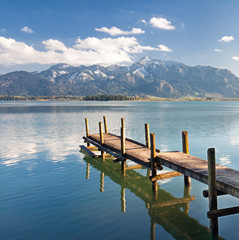 in den Alpen am See