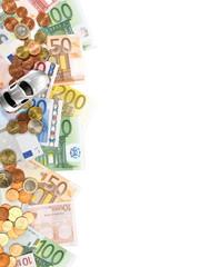 Auto - Geldscheine und Münzen am Rand