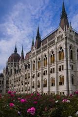Vista del parco del Parlamento di Budapest