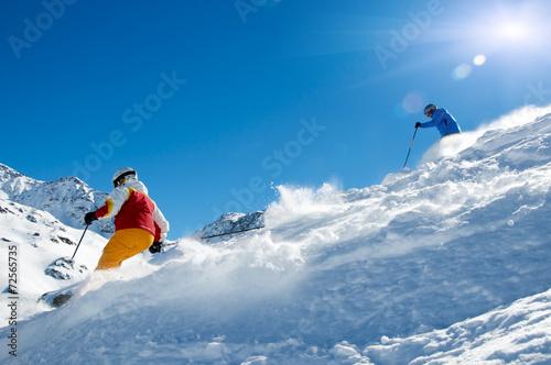 Papiers peints Glisse hiver Skifahrer im Tiefschnee