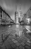 Archikatedra we Wrocławiu w czerni i bieli