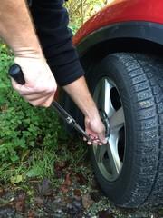 Im Herbst schon an den Winter denken - Reifen wechseln