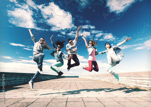 Leinwanddruck Bild group of teenagers jumping