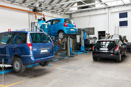Leinwanddruck Bild Cars In Garage