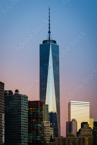 NEW YORK CITY, September 4, 2014: Freedom Tower during sunrise плакат