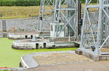 hydraulic boat Lift Number 1 of Louviere