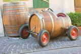 automobile con botte di vino