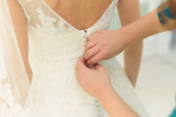 Buttoning Lace Wedding Dress