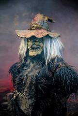 Portrait einer Hexe mit Hut