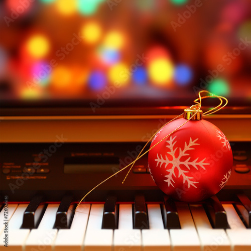 Plexiglas Muziekwinkel Christmas ball on piano keys
