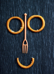 smiling face, ring crackers